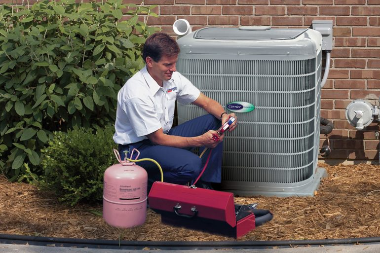 Air conditioning installation tech